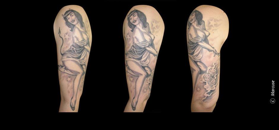 Marcuse | Smilin� Demons Tattoo Studio | Tattoo Galerie : Pin Up Girl auf Oberarm in schwarz/grau